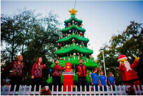 クリスマスツリーの大きさ:61万個以上のレゴブロックで作られた、高さ約10m、横幅約4m