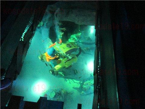 レゴランドの水族館シーライフの通路にある床に埋め込まれた水槽3