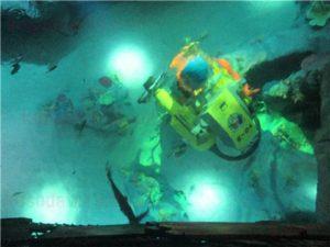 レゴランドの水族館シーライフの通路にある床に埋め込まれた水槽2