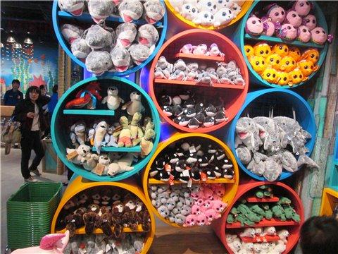 シーライフ名古屋のお土産・グッズ。お子さんには、ぬいぐるみやおもちゃがおすすめ2