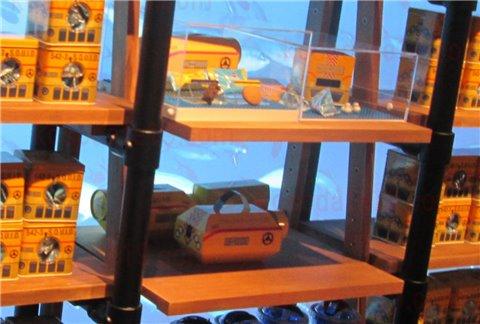 シーライフ名古屋のお土産・グッズ。潜水艦型のお菓子(クッキー)もおすすめです