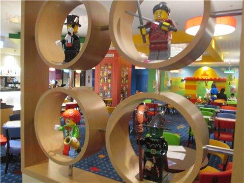 レゴホテルレストランインテリア